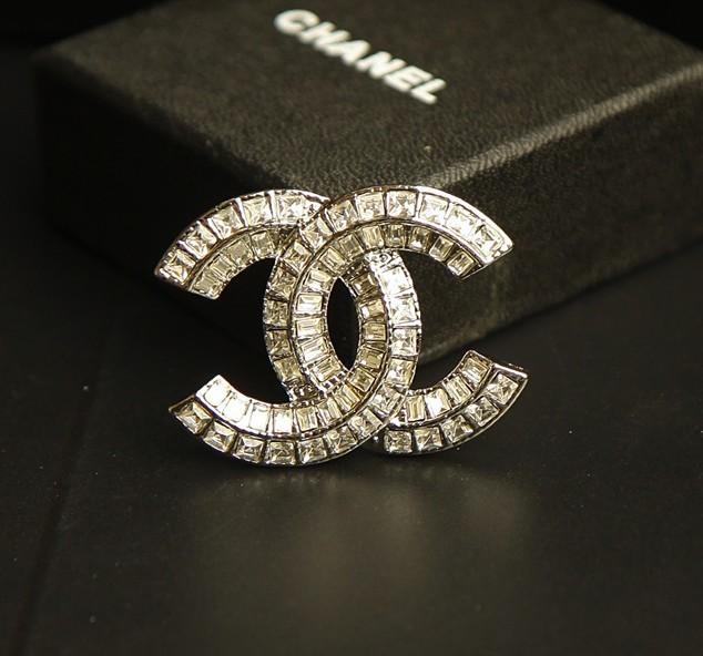 Chanel_Diamonds_CC_Logo_Brooch_Silver__66168_zoom