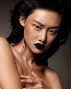 model dark makeup plump