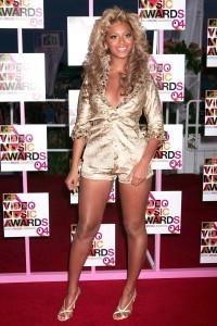 Beyonce 1 vma gold